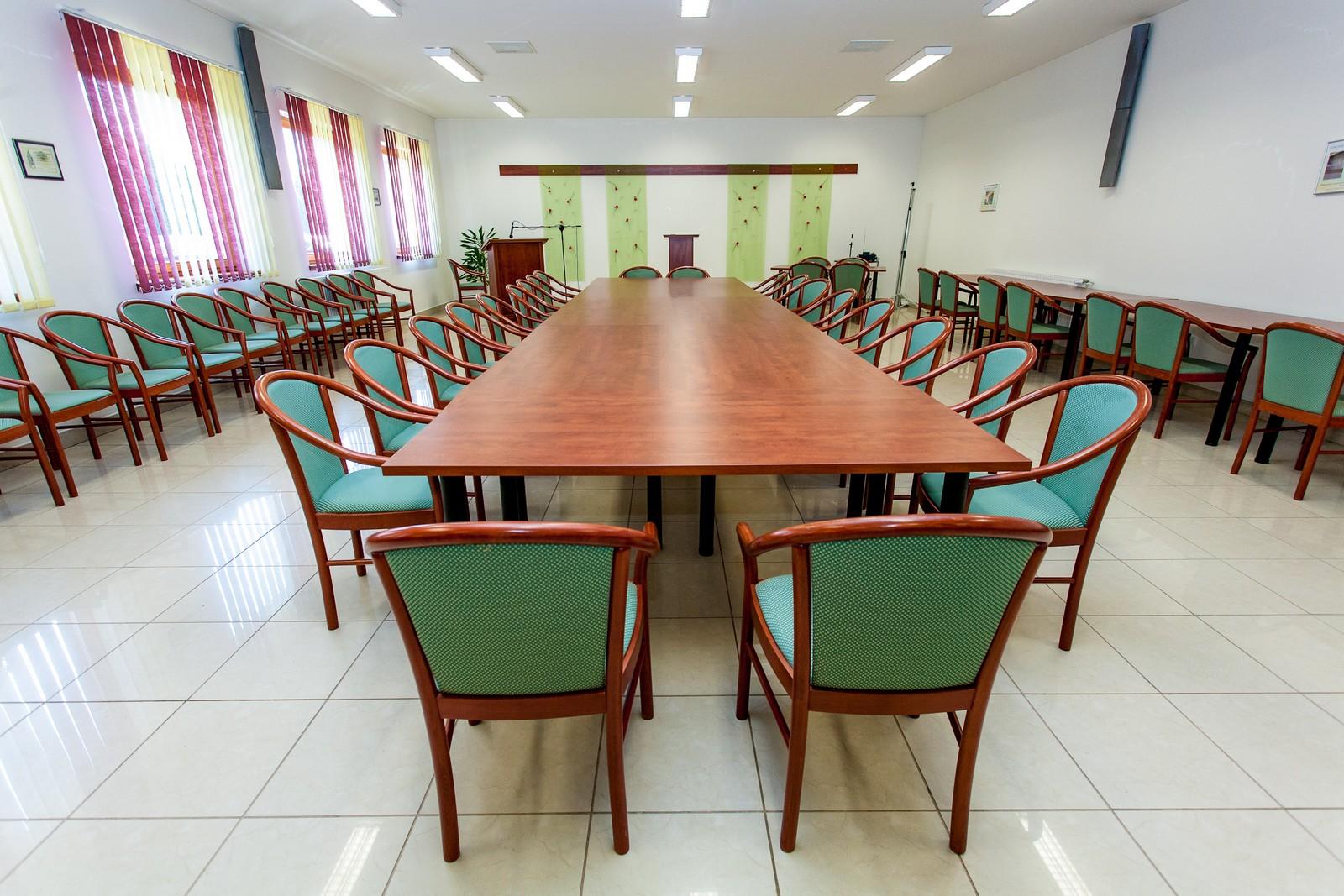 Felnőttképző konferencia terem